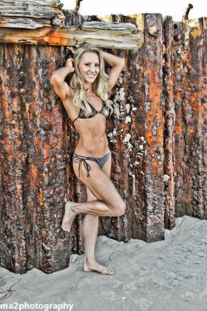 Fitness Blogger Eve Dawes bikini beach