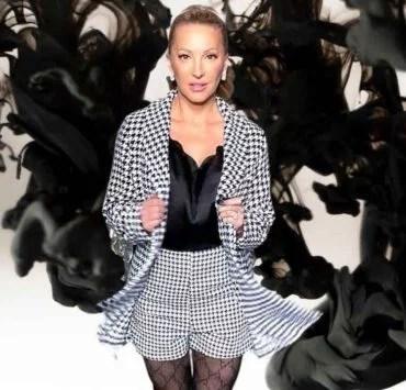 gucci tights model luxury blogger eve dawes