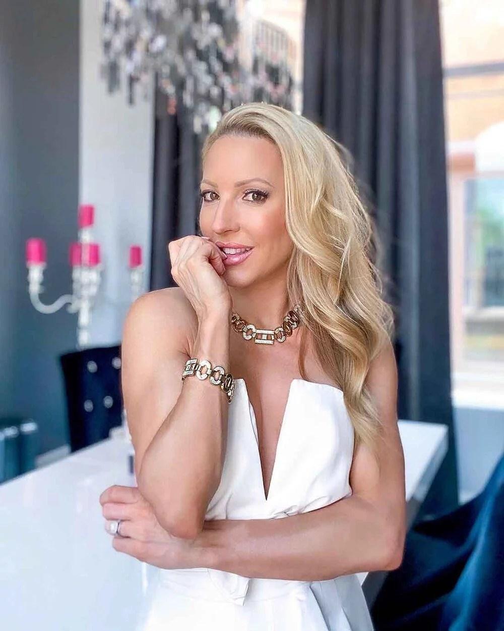 blonde beauty blogger soft curls