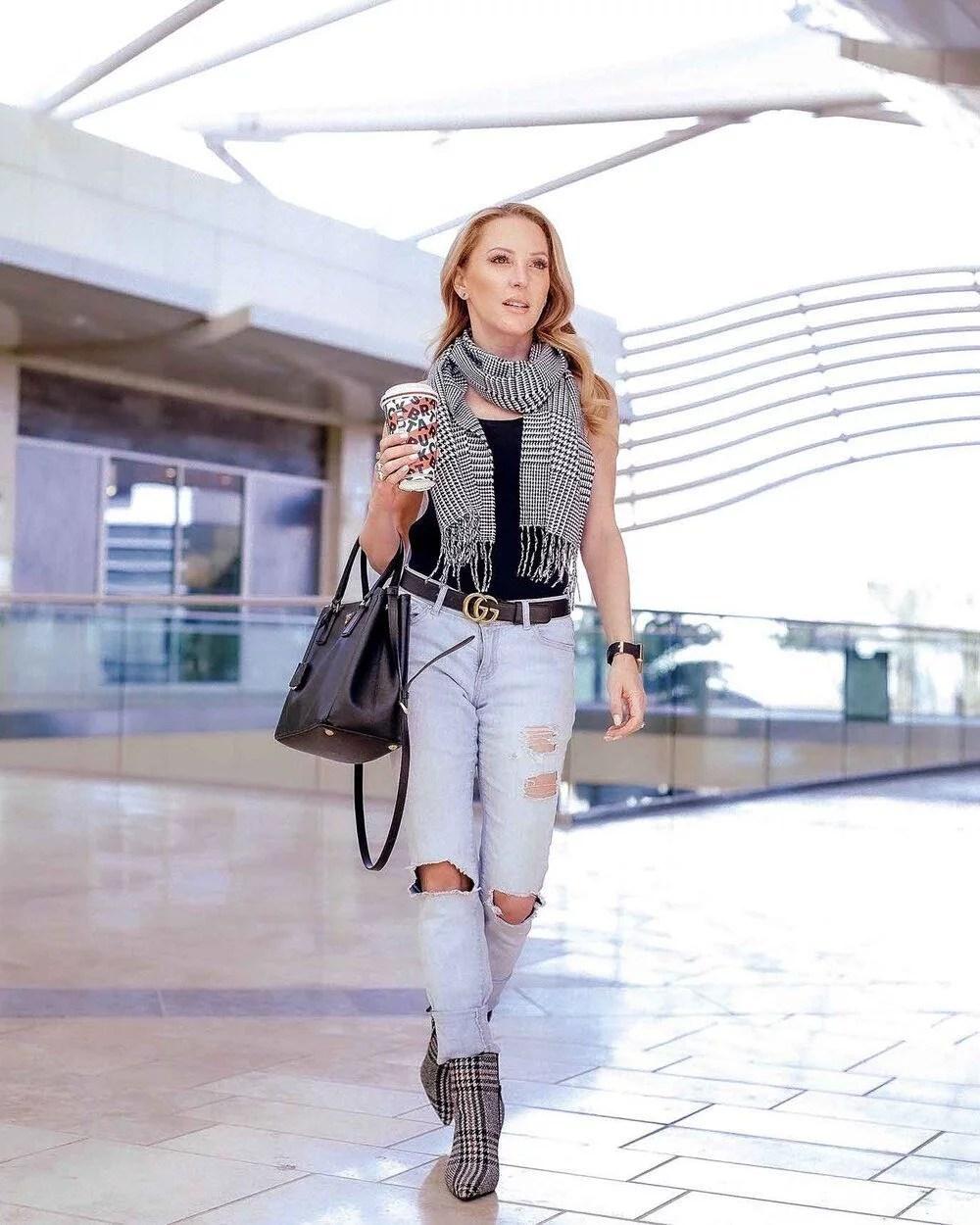 Blonde fitness blogger Eve Dawes walking airport Starbucks coffee