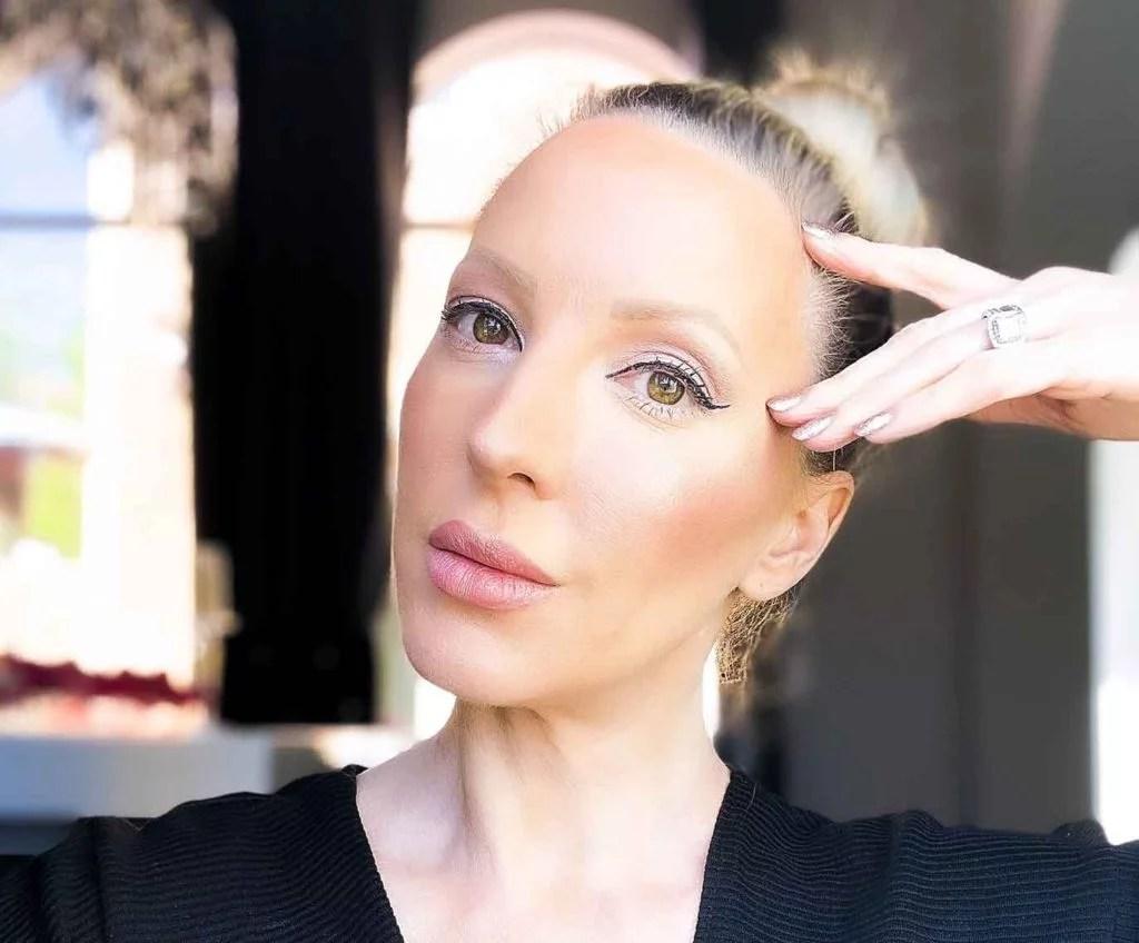 Charlotte Tilbury highlighter superstar blonde beauty blogger Eve Dawes