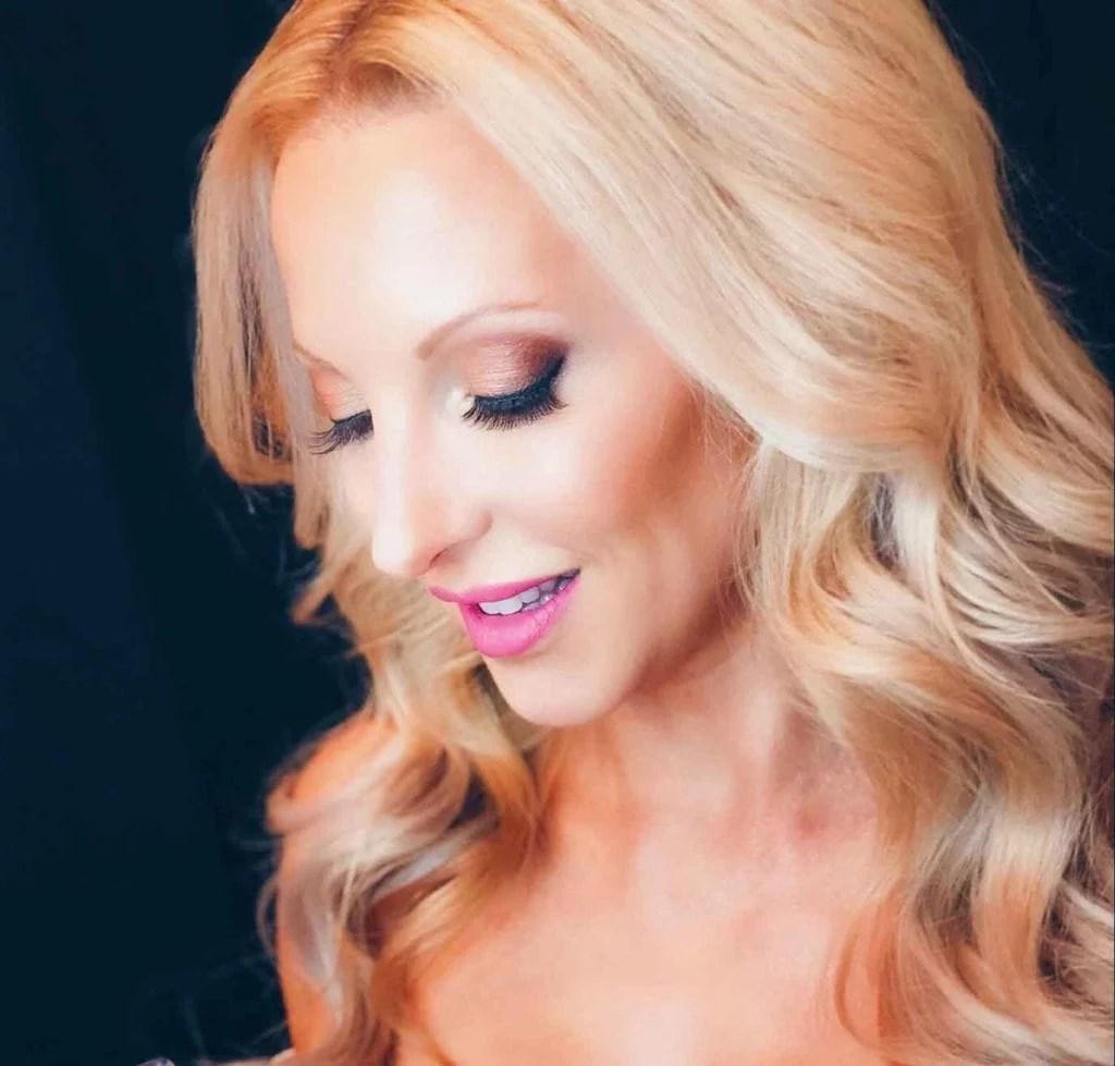 charlotte tilbury highlighter blonde beauty model glamorous makeup