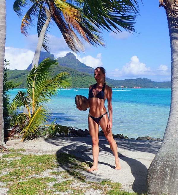 Beach Bunny designer bikini set swim model Eve Dawes