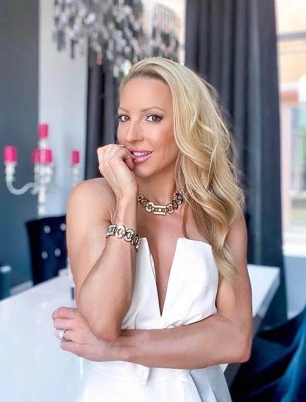 chunky gold necklace bracelet set fashion blogger Eve Dawes