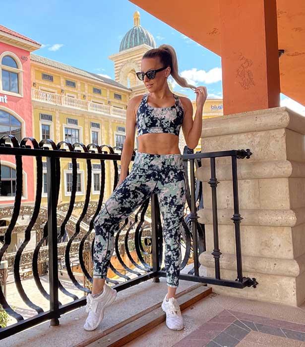 Sweaty Betty gym outfit fitness model Eve Dawes