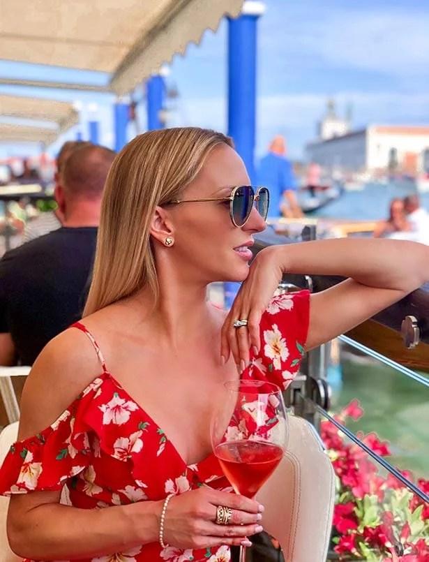 fashion blogger venice champagne designer sunglasses