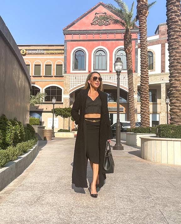 fall fashion 2021 glamour gains fashion blogger long Emporio Armani black coat Vegas