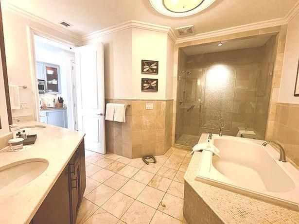 Seven Stars oceanfront suite bathroom