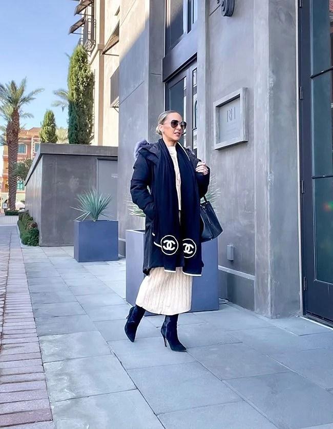 womens black North Face coat faux fur collar fashion blogger street winter 2021