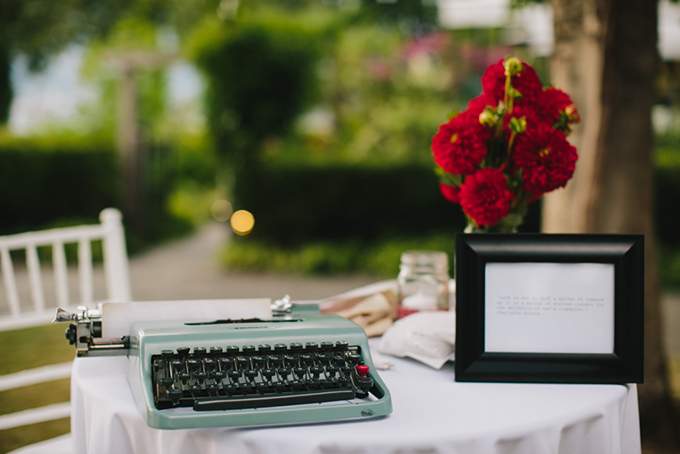 typewritter guest book | Jamie Delaine Photography
