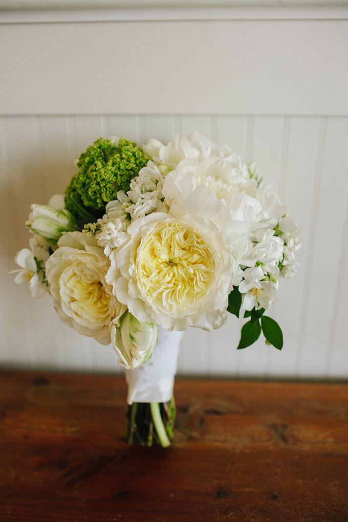 white wedding bouquet | pure7studios