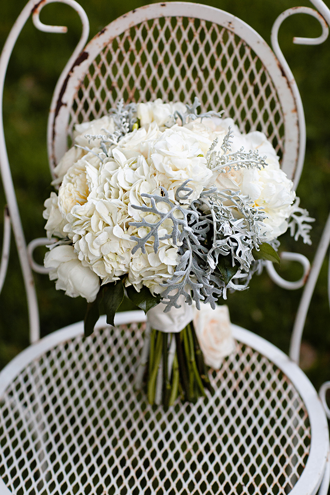 white bouquet | Clewell Photography | Glamour & Grace