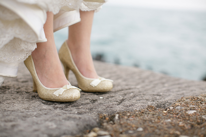 gold wedding shoes | Shane Welch Photography | Glamour & Grace