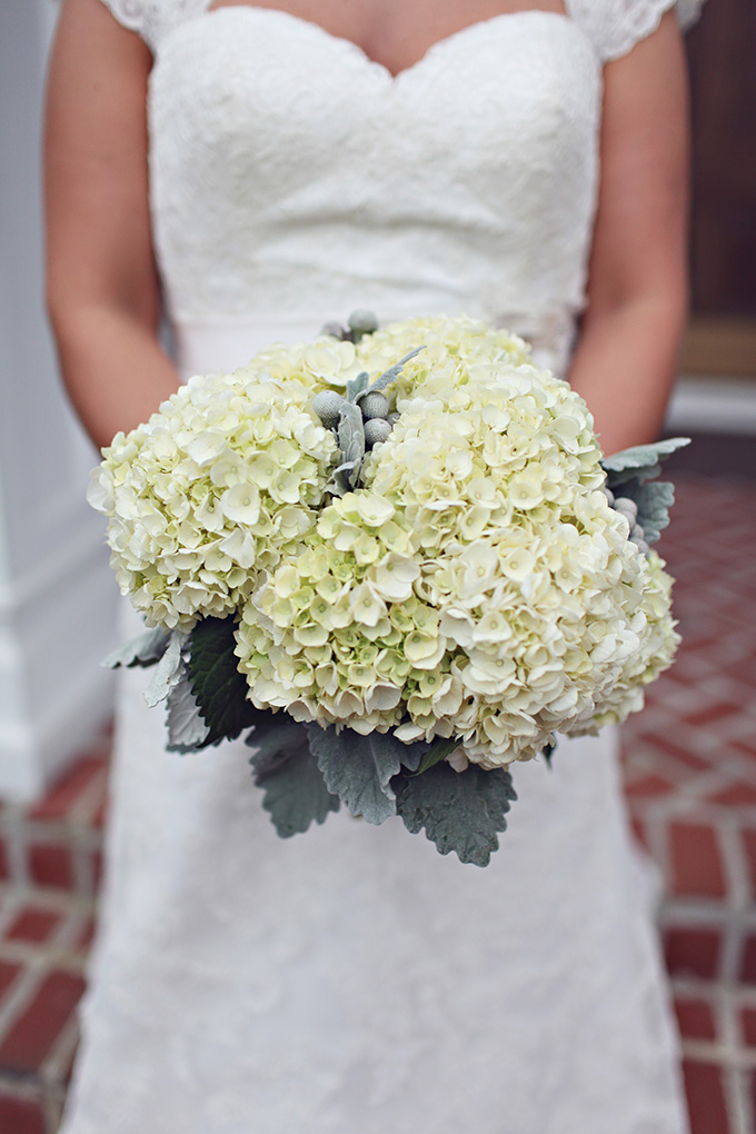 white and gray bouquet | j.woodberry photography | Glamour & Grace