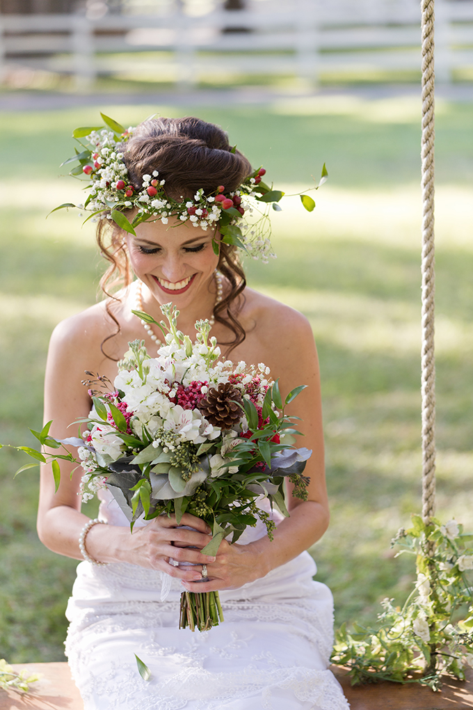 Christmas bouquet and floral crown by Taylormade | Theresa NeSmith Photography | Glamour & Grace