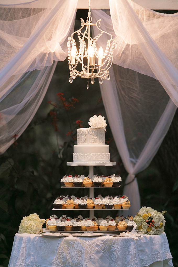 cake and cupcakes | K and K Photography | Glamour & Grace