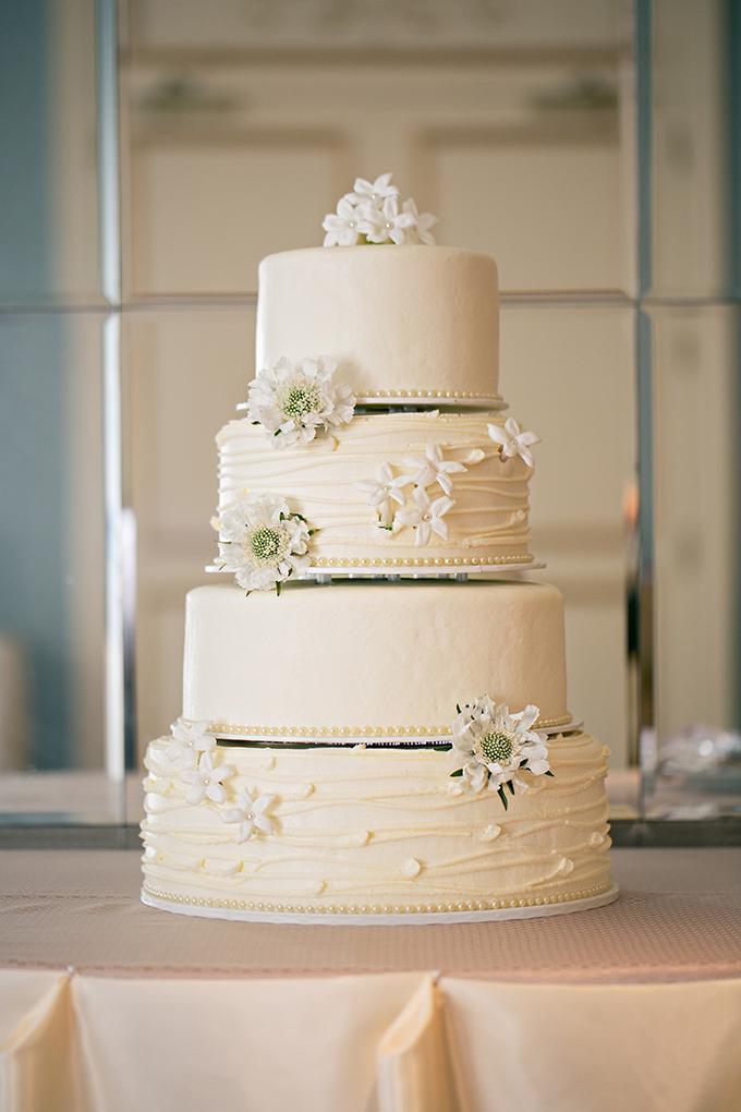 white flower cake | Erin Johnson Photography | Glamour & Grace