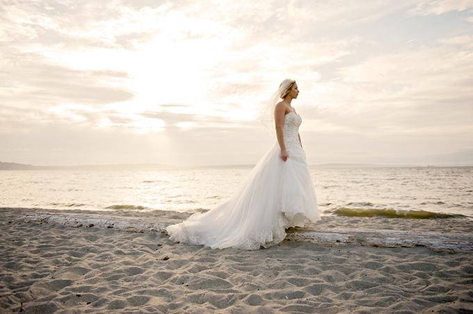 beach bride | Simply Sonja Photography | Glamour & Grace
