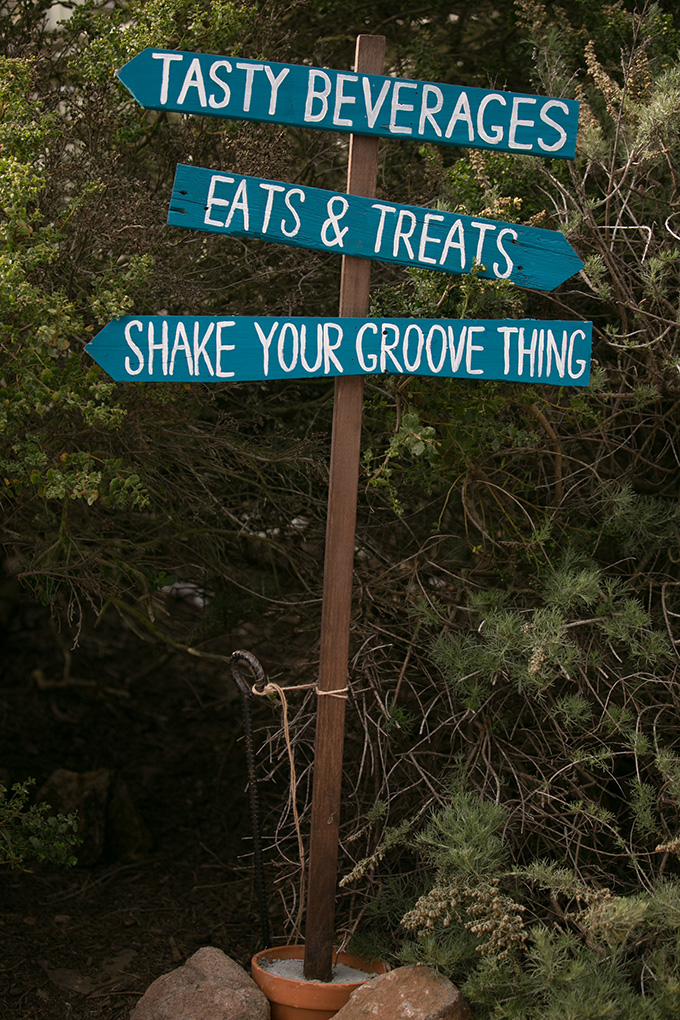 reception directional sign | Diana McGregor Photography | Glamour & Grace