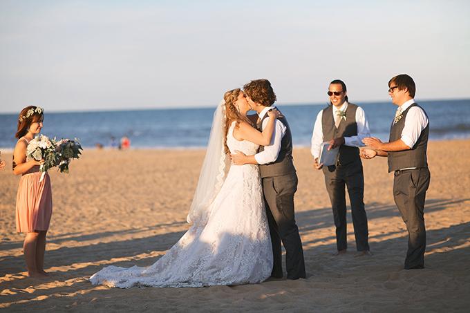 beach wedding ceremony | Kacie Lynch Photography | Glamour & Grace
