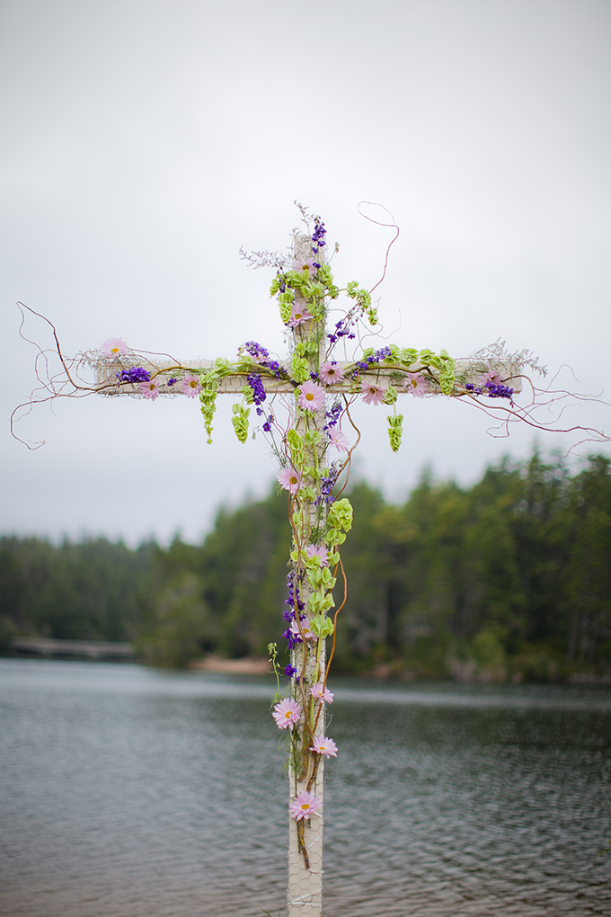 floral cross | Jamie Zanotti Photography | Glamour & Grace