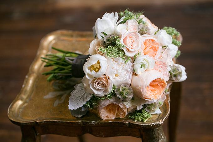romantic peach bouquet | Erin Johnson Photography | Glamour & Grace