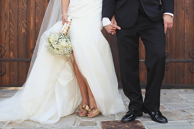 romantic neutral wedding   Allie Lindsey Photography   Glamour & Grace