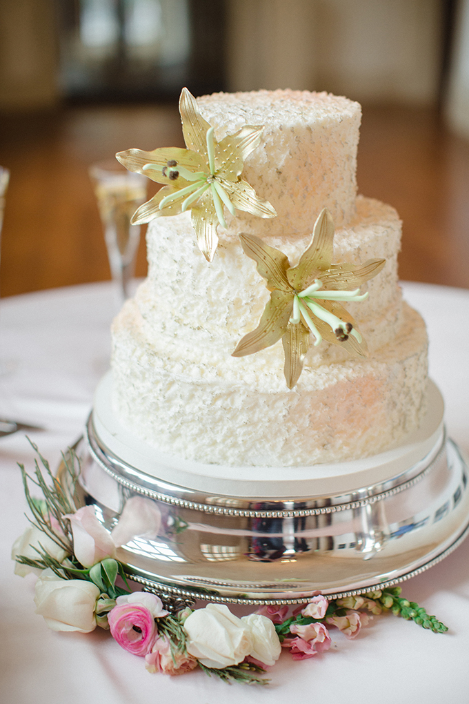 gold flower cake by Cakes By Graham | David Abel Photography | Glamour & Grace