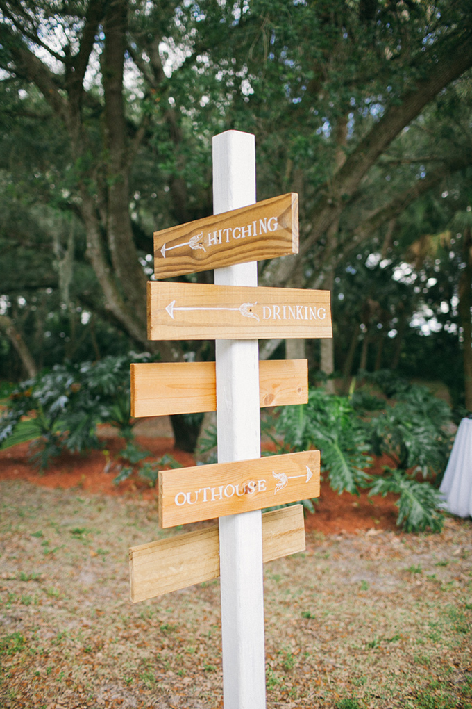 wedding sign post   Jennifer Martin Photography   Glamour & Grace