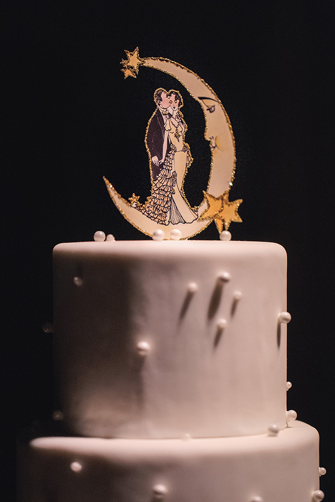 art deco moon cake topper | Kimberly Salem Photography | Glamour & Grace