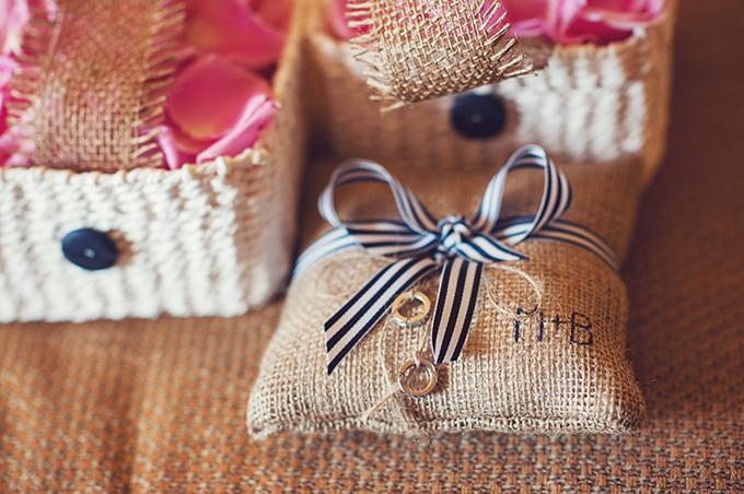 burlap ring bearer pillow | Sun & Sparrow Photography | Glamour & Grace