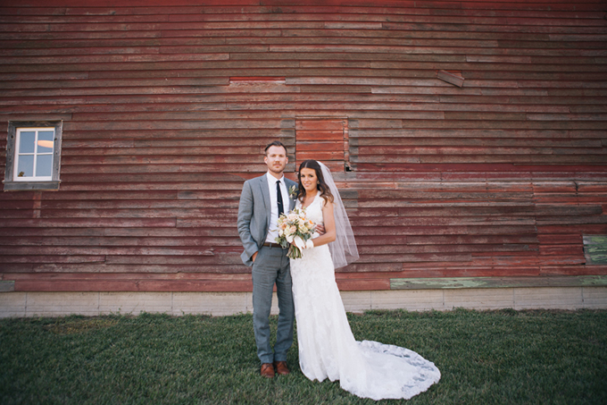 romantic barn wedding | THE LEEKERS | Glamour & Grace