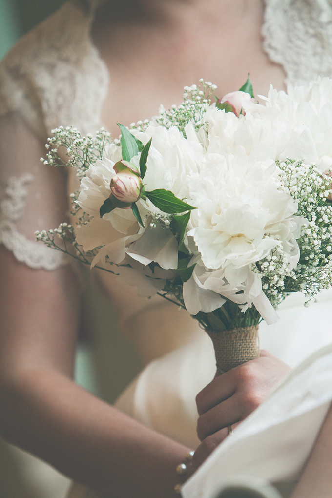 white bouquet | BG Productions Photography | Glamour & Grace