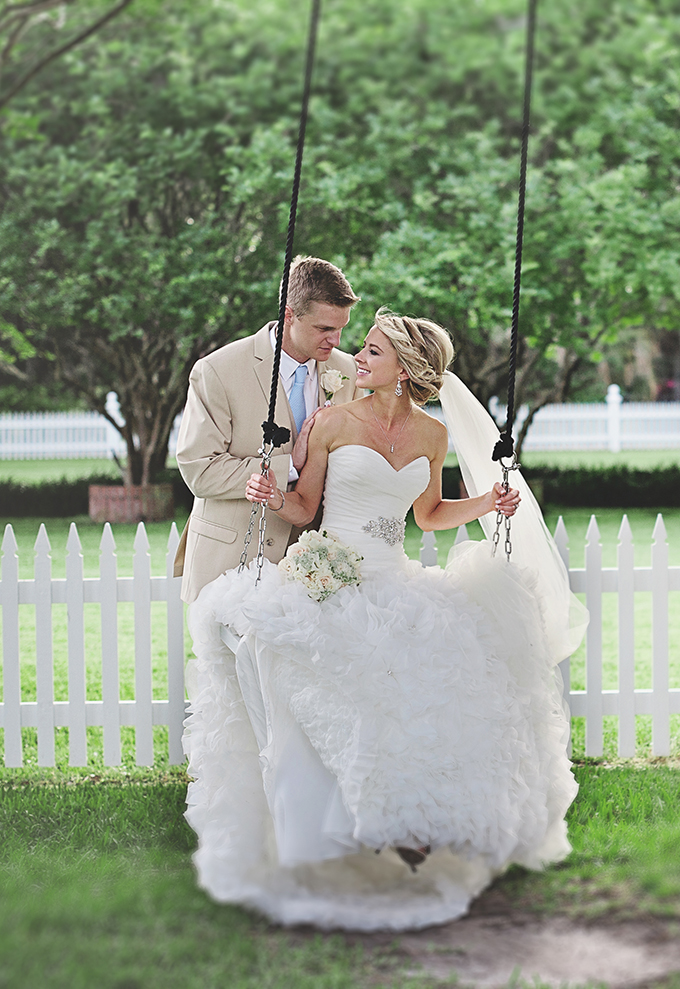 bed and breakfast wedding | Tara Tomlinson Photography  | Glamour & Grace