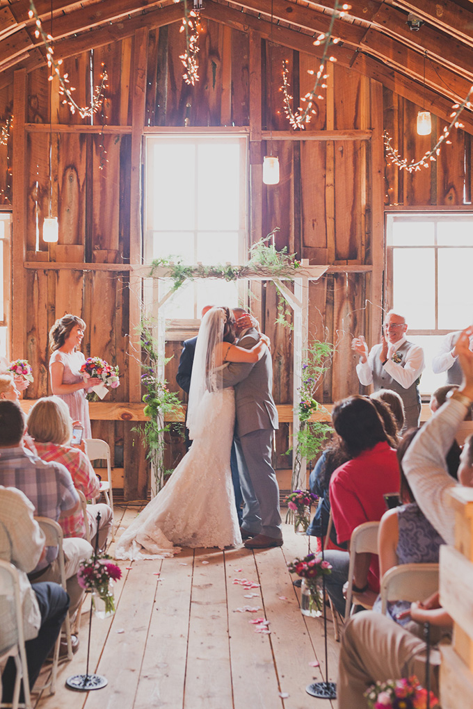 rustic vintage barn wedding | Jennifer Ling Photography | Glamour & Grace