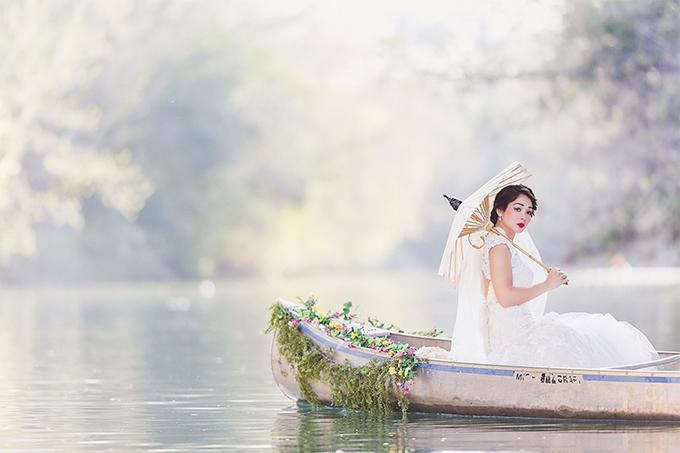 canoe trash the dress | Christina Carroll Photography | Glamour & Grace