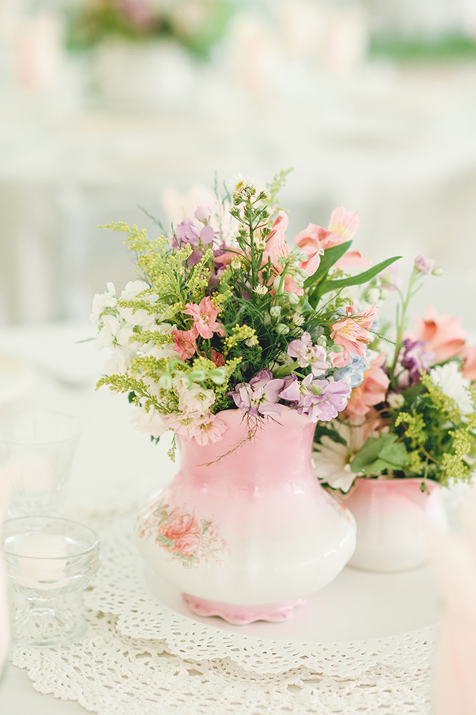 rustic pink centerpieces | sharon elizabeth photography | Glamour & Grace