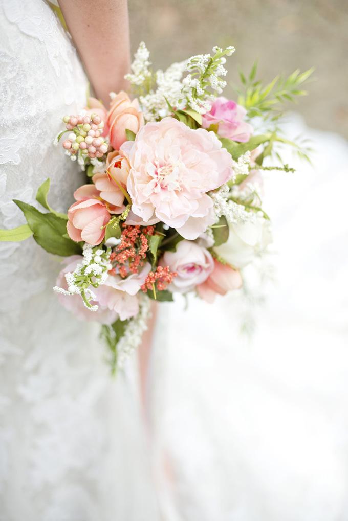 blush bouquet | Casey Rose Photography | Glamour & Grace