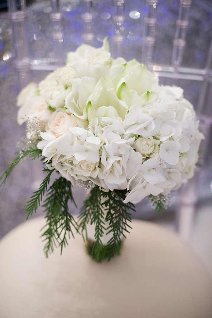 white bouquet | Metts Photo | Glamour & Grace