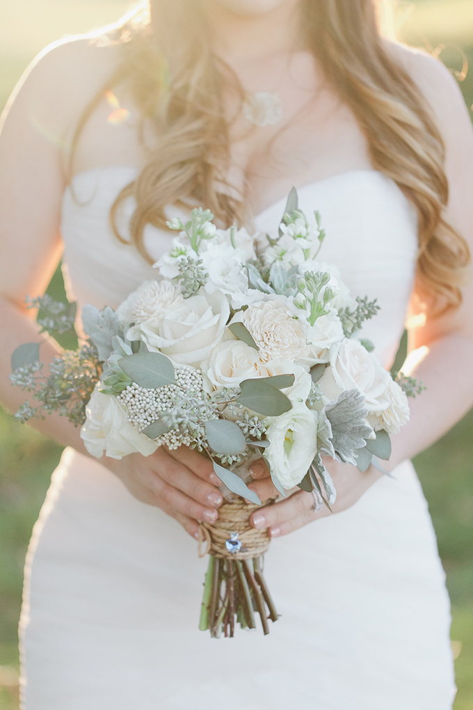 white bouquet   Jessica Connery Photography   Glamour & Grace