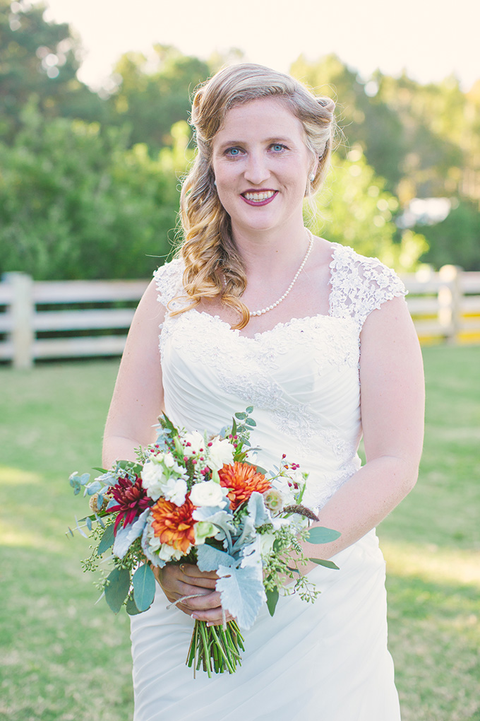 red and orange bouquet | Taylor Rae Photography | Glamour & Grace
