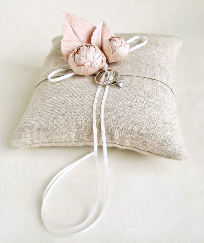 handmade ring bearer pillow from Emici Livet