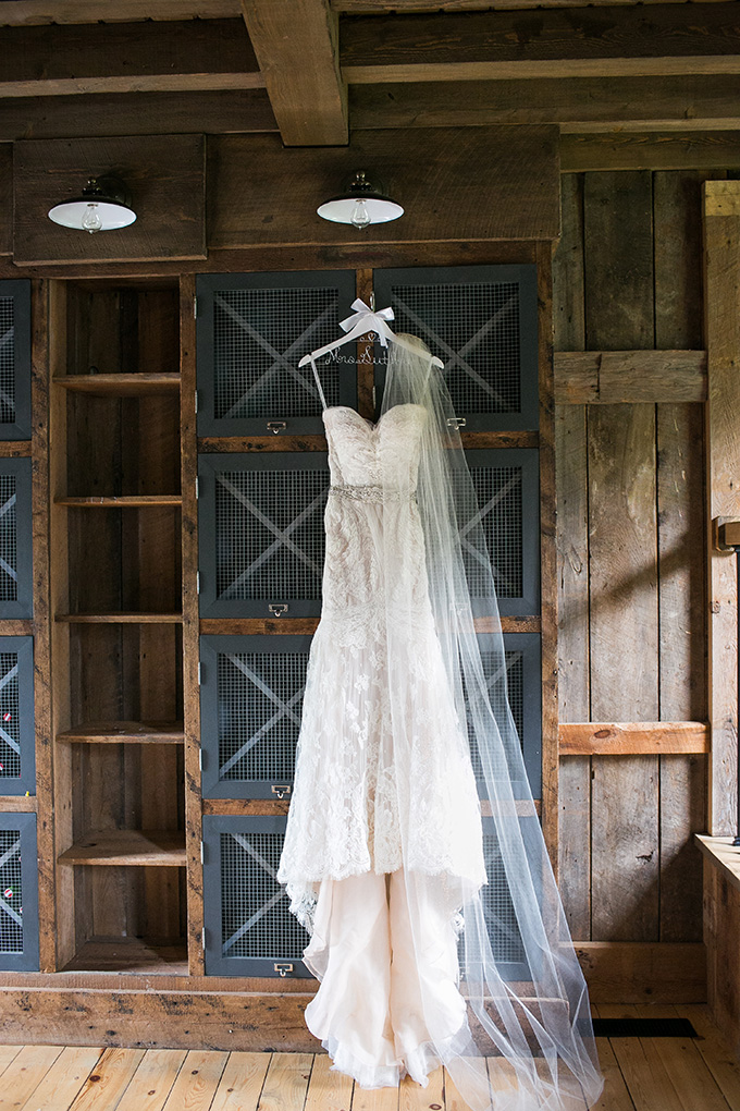 intimate barn wedding | Kaysha Weiner Photographer | Glamour & Grace