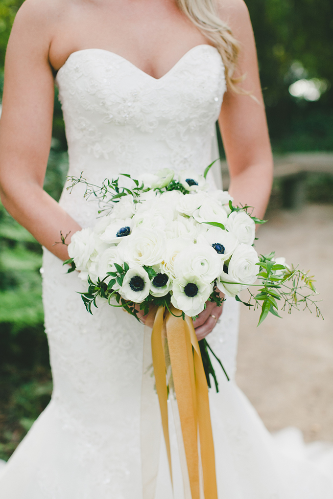 black and white bouquet | onelove photography | Glamour & Grace