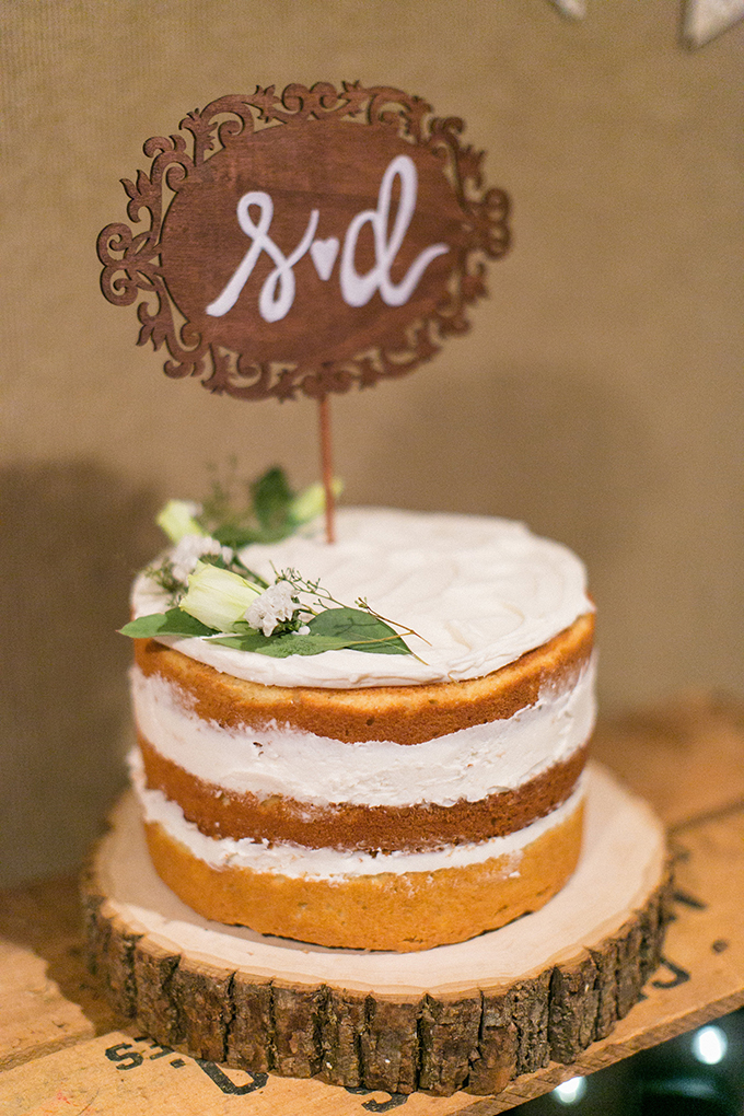 cute naked cake | Anna Marks Photography | Glamour & Grace