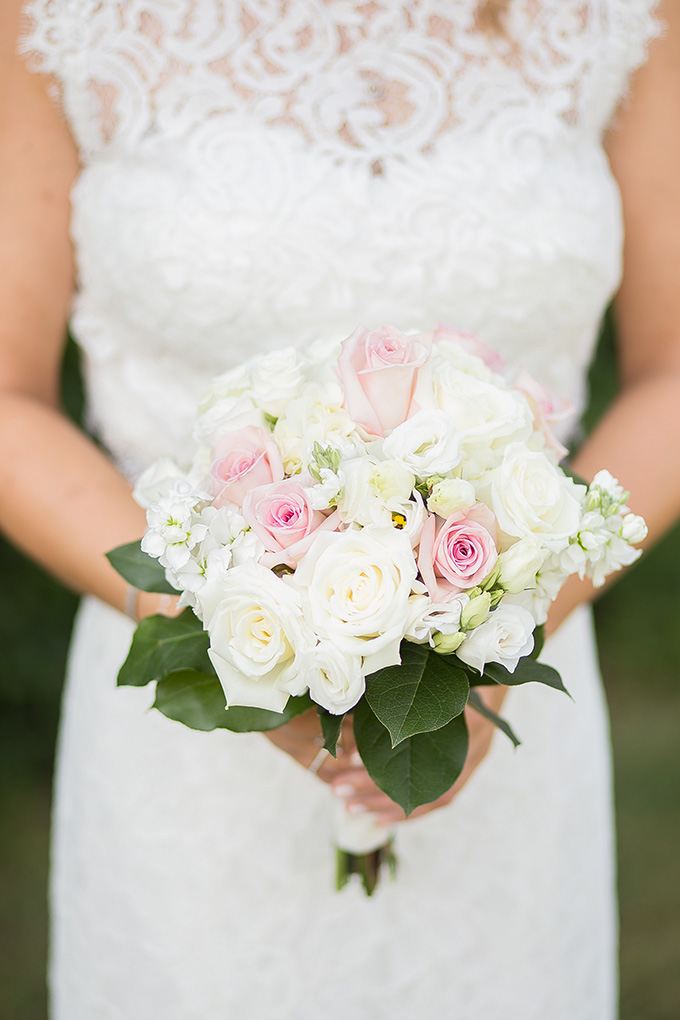 simple white bouquet | Natural Bliss Photography | Glamour & Grace