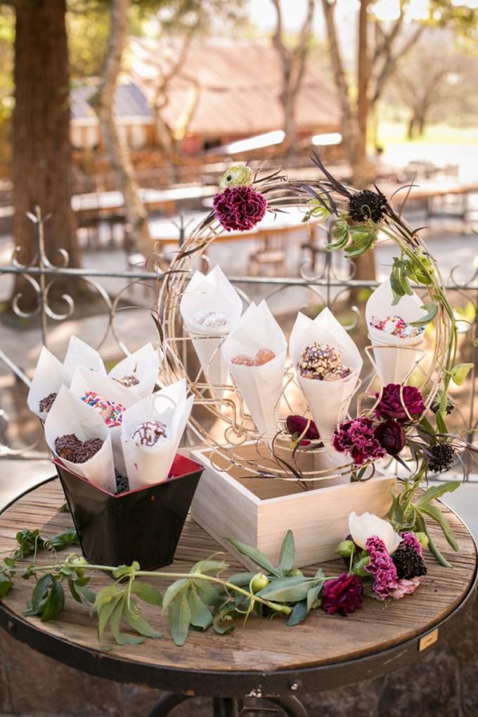 wedding donuts | Jessamyn Harris | Glamour & Grace