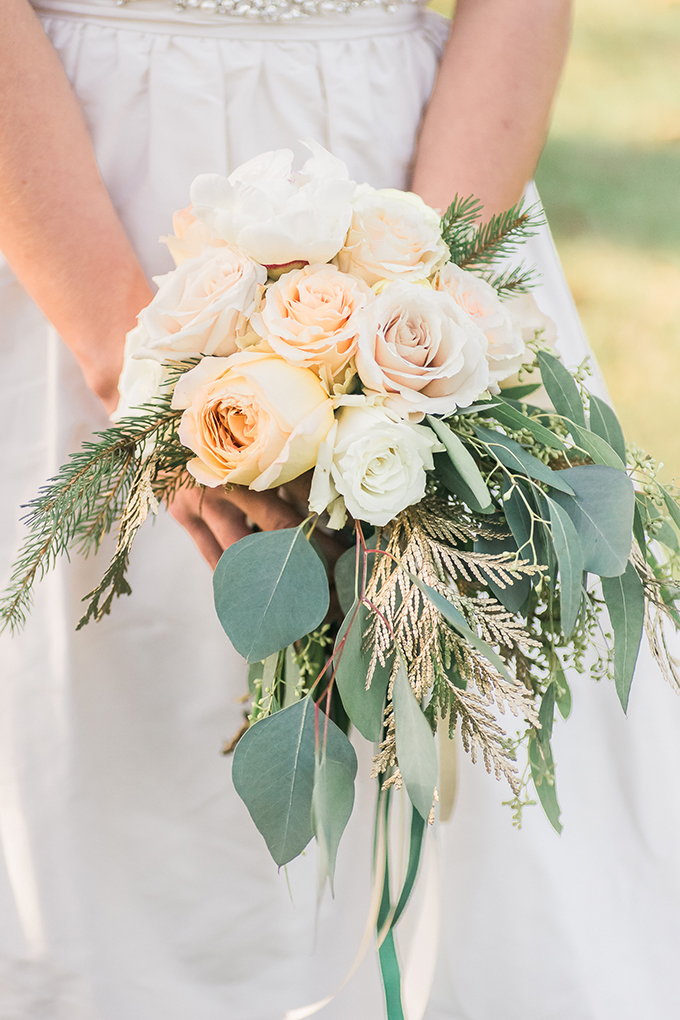 cream bouquet | Manda Weaver Photography | Glamour & Grace