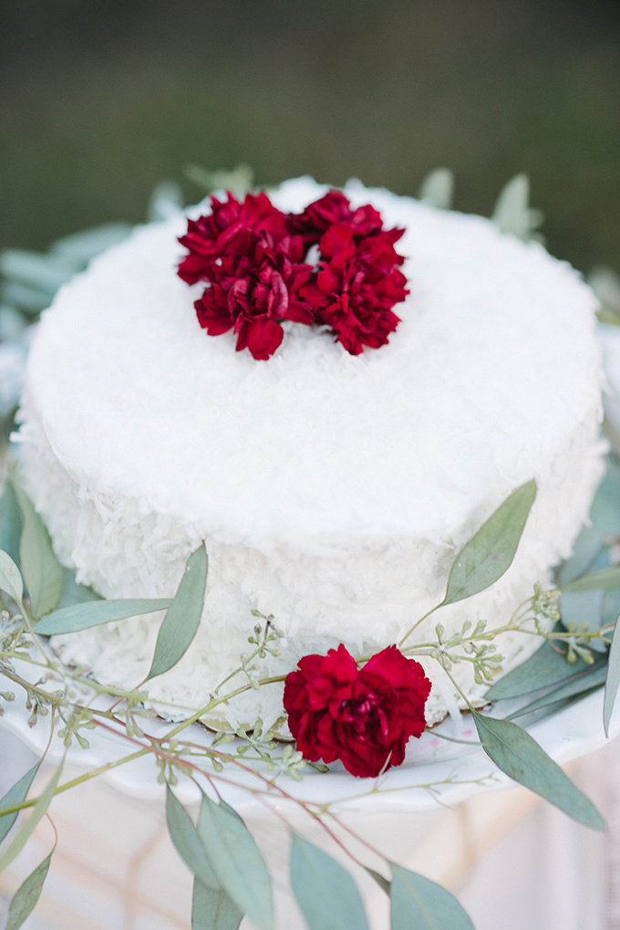 white cake | Dani White Photography | Glamour & Grace