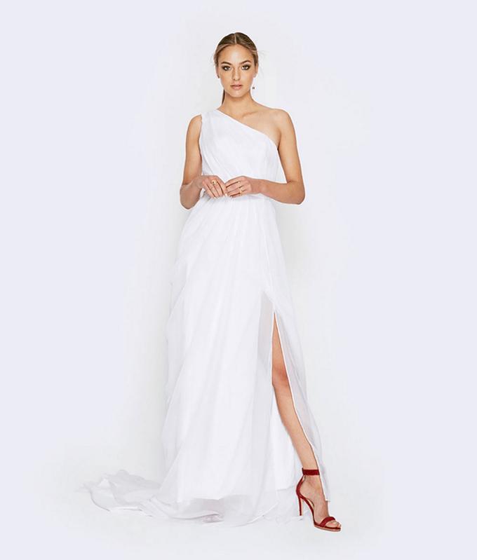chic wedding dresses under $300 | Fame & Partners | Glamour & Grace